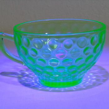 4 Uranium Tea Cups - Glassware