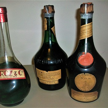 VERY OLD LIQUOR BOTTLES FULL - Bottles