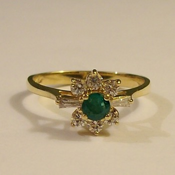 Round Emerald Solitaire with 6-Diamonds In 14k Late 1950's