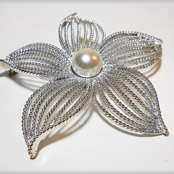 PAIR of 1967 Brooches ( SARAH COVENTRY )  JEWELRY - Home Jewelry parties - MOON FLOWER - Costume Jewelry