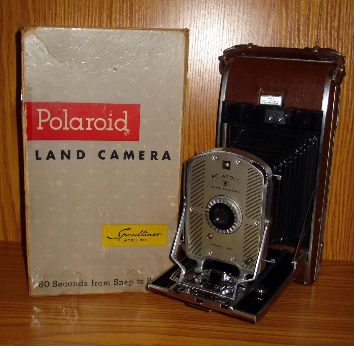 Model Land Movie: 1957 Polaroid Land Camera Speedliner 95B