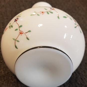 Unknown flower vase - Asian