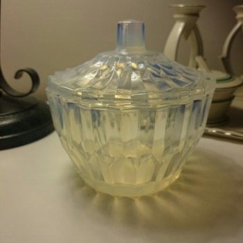 Is this vaseline glass? - Glassware