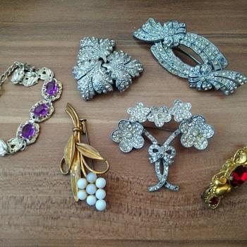 1930s costume jewelry lot - Costume Jewelry