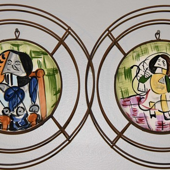 Jaru - California - pair of painted plates with wire mounts - Pottery