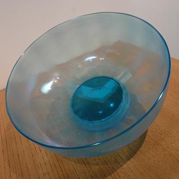 """JOHN WALSH WALSH """"IRIDESCENT"""" BOWL A4614 - Art Glass"""