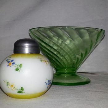 Cutiest LiL Shaker Ever... Antique Glass Mount Washington Little Apple Salt Shaker