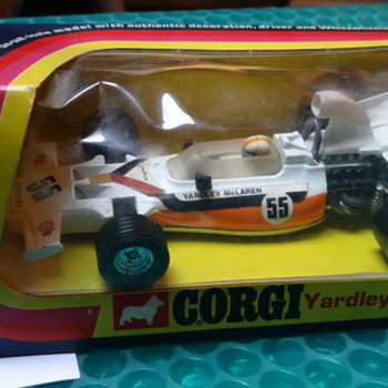 Corgi Yardley McLaren-Ford M19A (1:36 scale) - Model Cars