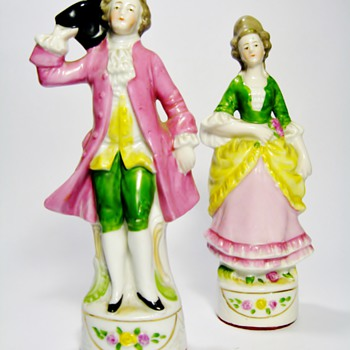 ANTIQUE GERMAN PORCELAIN FIGURINES /4685