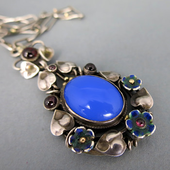Arts and crafts pendant or necklace - Fine Jewelry