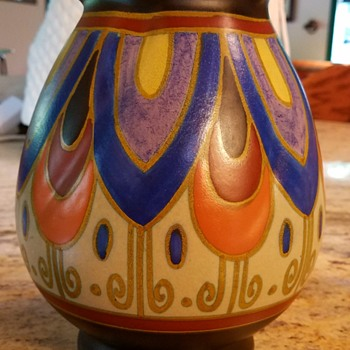 Gouda vase with fluted edge at opening. - Pottery