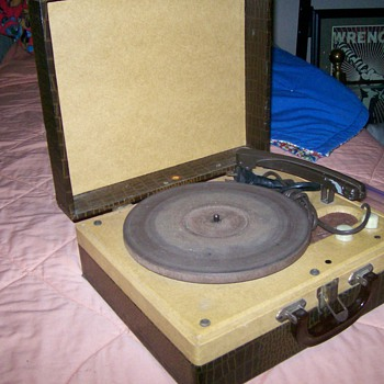 Let's Go To The Hop! Montgomery Ward Airline Record Player - Electronics