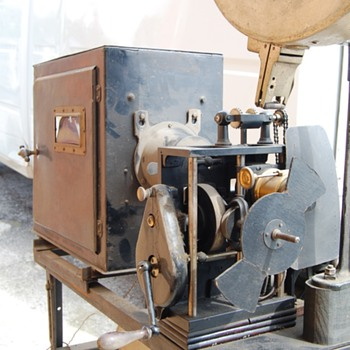 "Movie Projector ""Fabrication Francaise Paris""  - Cameras"