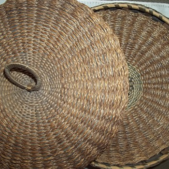 Maine Sweetgrass Basket With Bentwood Rim - Native American