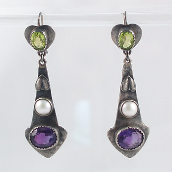 Arts & Crafts earrings - Fine Jewelry