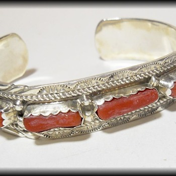 Vintage NATIVE CUFF BRACELET - Sterling Silver & Blood Coral ( YAZZIE made ) - Fine Jewelry