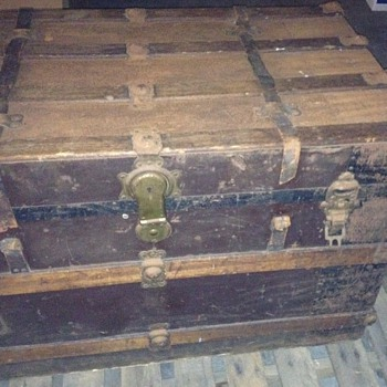 2 trunks I would like to find out more about them... cant find much on the internet - Furniture
