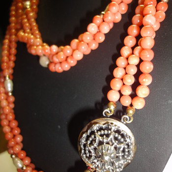 Vintage Angel Skin Coral Pearl triple necklace Vermeil/gold clasp - Fine Jewelry