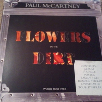 Paul McCartney Flowers in the dirt tour pack