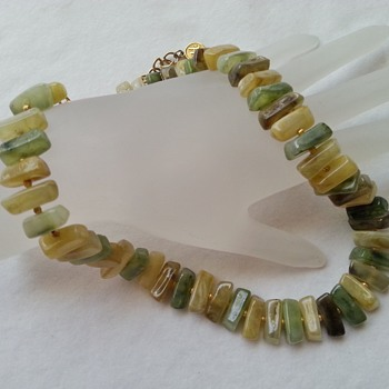 VINTAGE BOHO CHUNKY NATURAL GREEN STONE NECKLACE SIGNED HOBE - Costume Jewelry