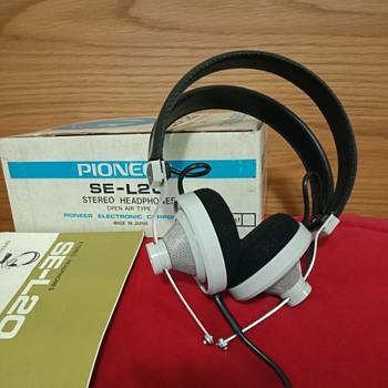 Pioneer SE-L20 - Electronics