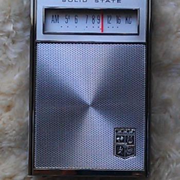 Magnavox 3AM804 transistor radio - Radios