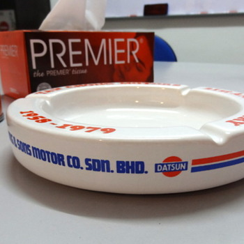 Datsun dealer ceramic ashtray. Mint.  - Tobacciana