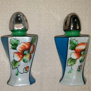 Salt & Pepper Shakers Japan