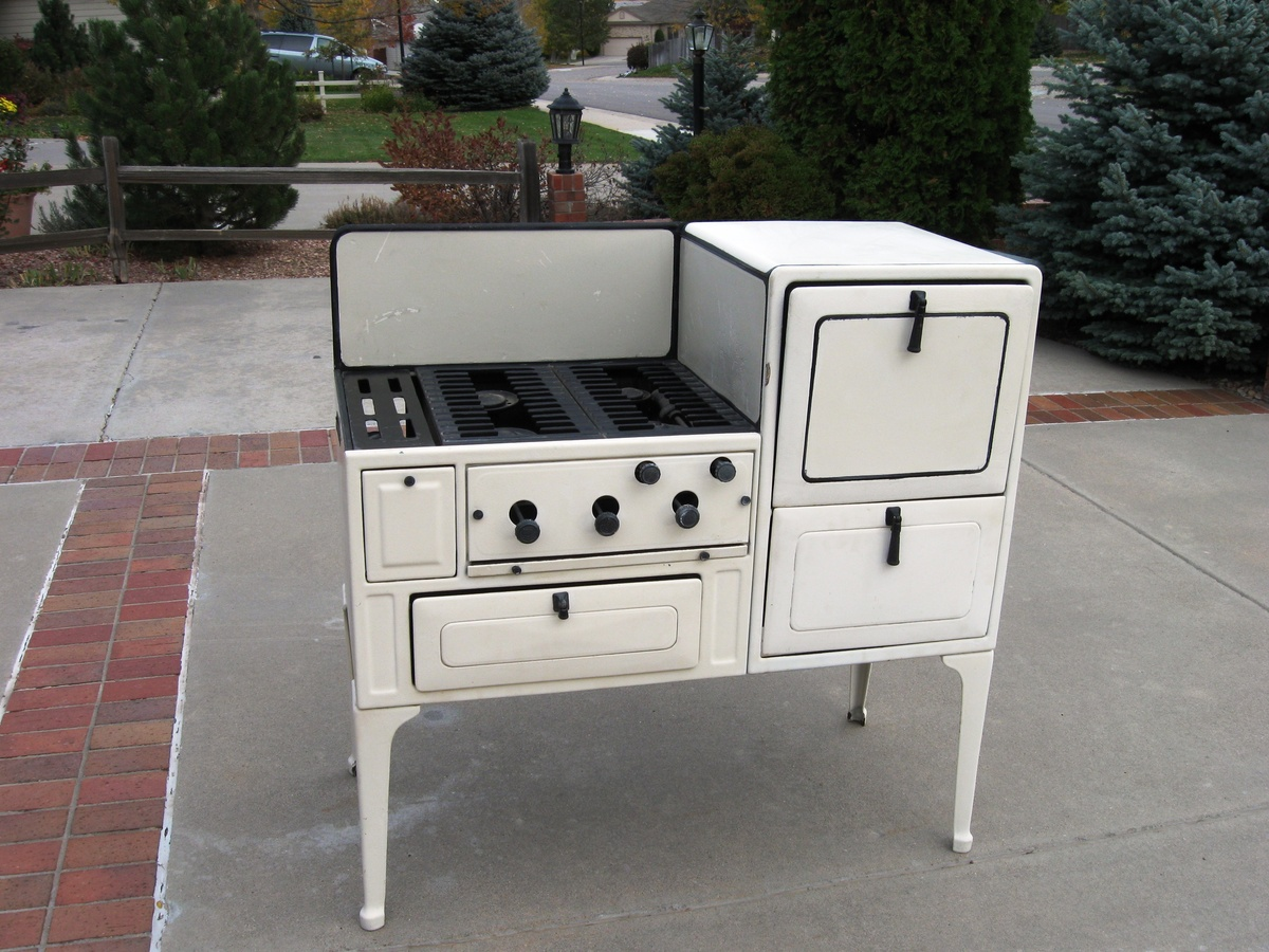 1933 antique Coleman stove | Collectors Weekly