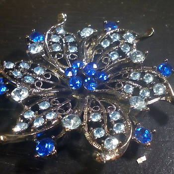 A couple of Brooches - Costume Jewelry