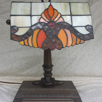 Grandma's Banker's lamp is now mine... but I can't find anything like it online...