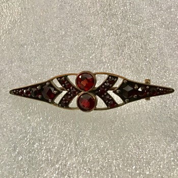 Antique Garnet brooch - Fine Jewelry