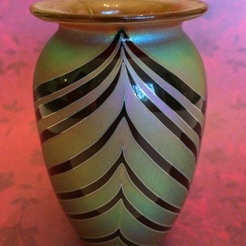 Small Craig Zweifel Feathered Vase - Art Glass