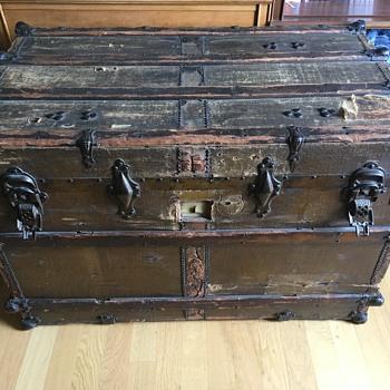 About an antique flat trunk - Furniture