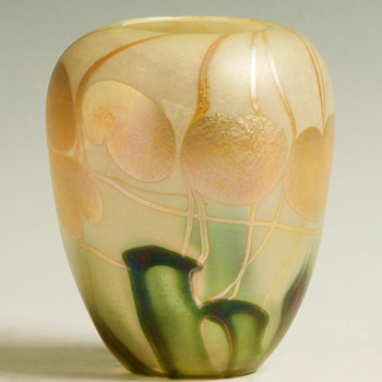 QUEZAL N.Y. ART GLASS VASE, circa 1902 - Art Glass