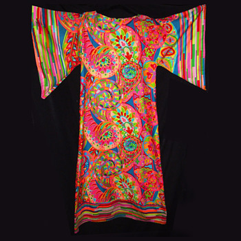 Sensational Vintage Period Hippie Psychedelic Kaftan - Womens Clothing