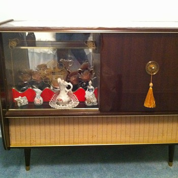 Vintage Console Stereo - Radios