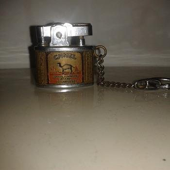 Camel lighter on keyring - Tobacciana