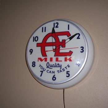A E Electric wall clock