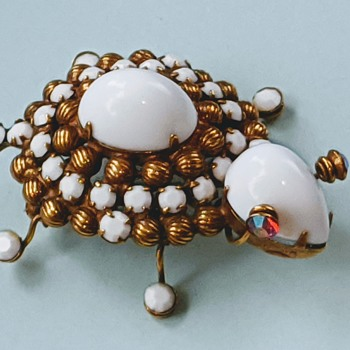 Vintage Turtle Pin / Brooch has a Sparkle in it's Eye - Costume Jewelry