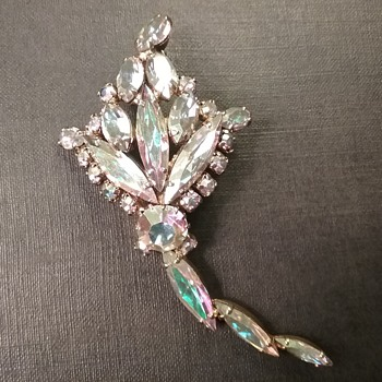Sherman kite brooch  - Costume Jewelry