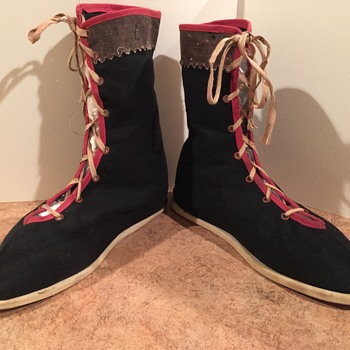 Old  Colth Boots Unknow if man's or Womens. No size or markings.  - Shoes