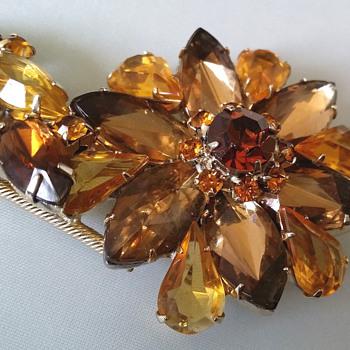 Juliana? Honey and Brown Flower Brooch - Costume Jewelry