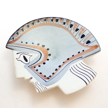 Decorative plate in the shape of a Greek warrior's head. Roger Capron, 1950s. - Pottery