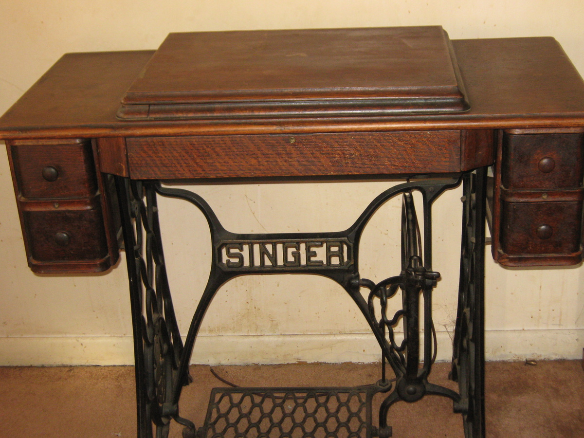 my antique singer sewing machine with antique singer table collectors weekly. Black Bedroom Furniture Sets. Home Design Ideas
