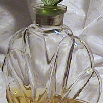 "VINTAGE CHYPRE PERFUME BOTTLE TRADEMARE  by ""HUFFY"" - Bottles"