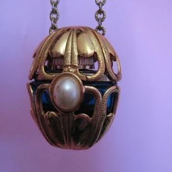 AVON Vintage Goldtone fancy openwork PERFUME pendant & chain - Bottles