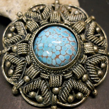 900 Silver Brooch Pendant with Turquoise Glass Cabochon, Ca 1940-50  - Costume Jewelry