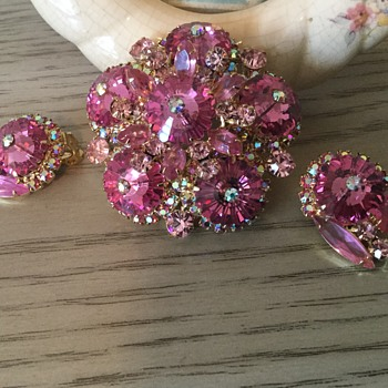 THINK PINK....D & E MARGARITA BROOCH! - Costume Jewelry