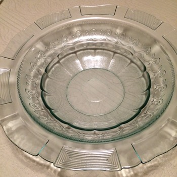 Beautiful green clear glass fruit bowl